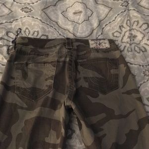 🚨True religion camouflage pants🚨